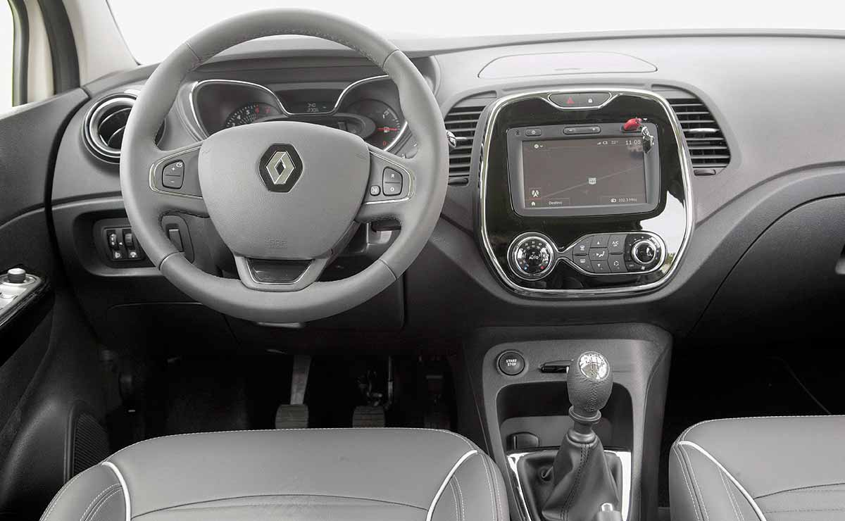 Renault Captur Intense interior