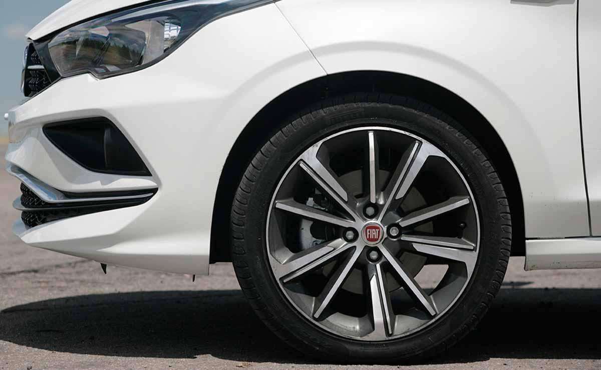 Fiat Cronos Precision Premium llanta