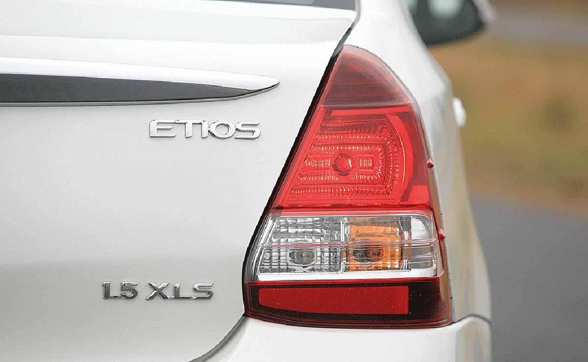 Toyota Etios Sedan XLS faro