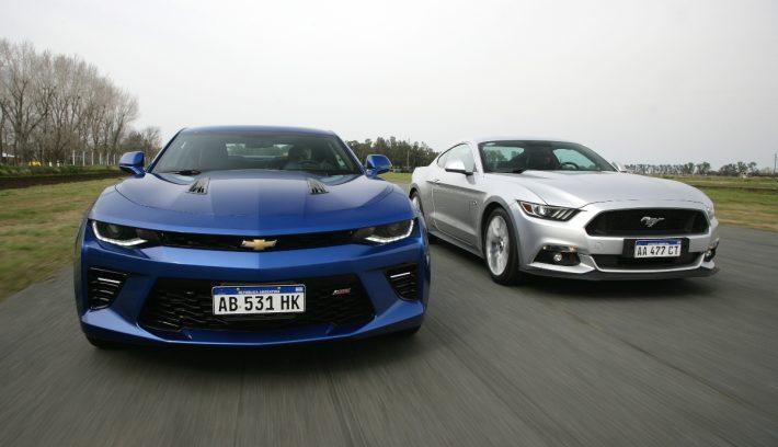 Mustang vs Camaro 1