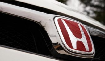 most honda genuine type r front rear h red chrome logo emblem made in japan pair e1568644590707