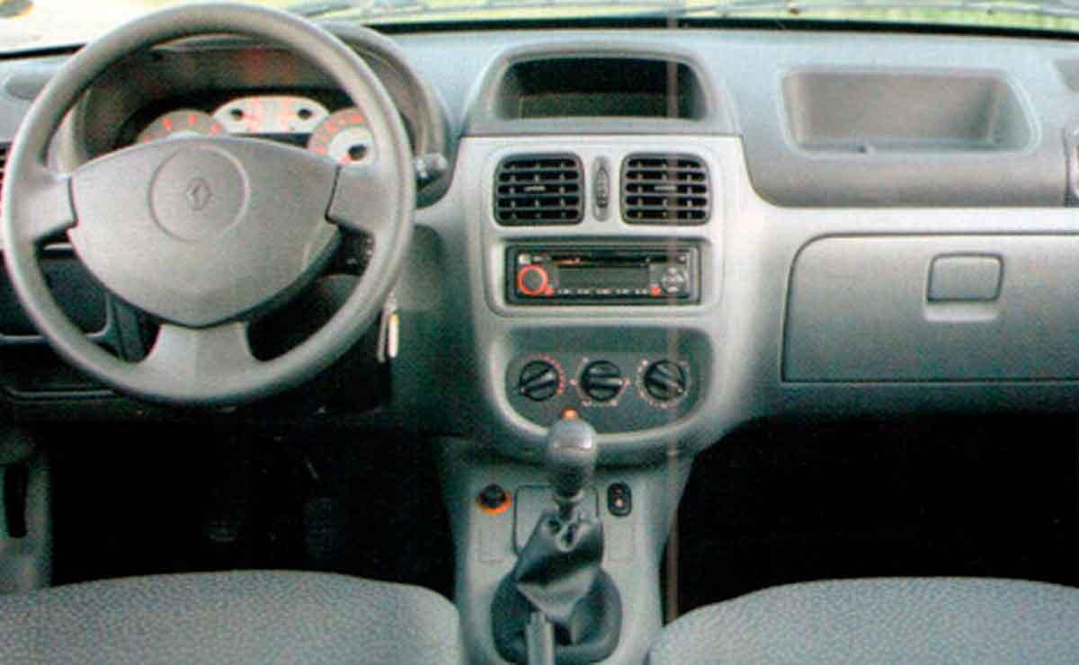 Renault-Clio-2-interior