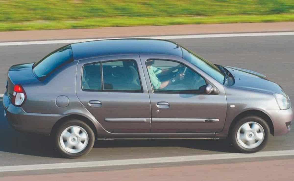 Renault-Clio-con-baul-lateral