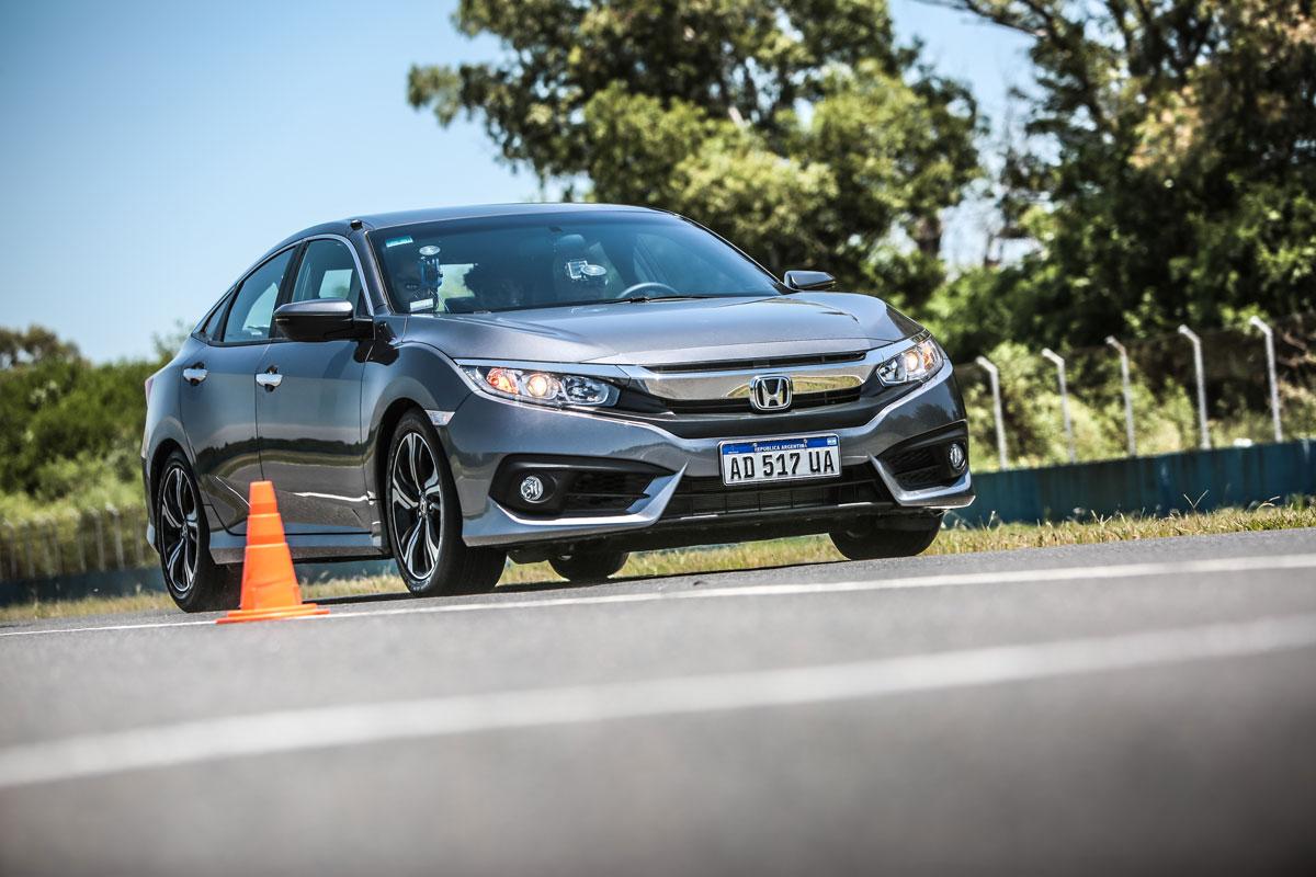 Honda Civic Master Test acelerando