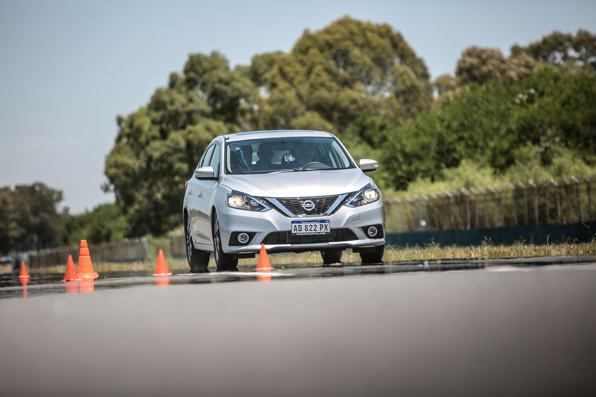 Nissan Sentra Master Test frenando cargado