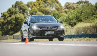 Nuevo Corolla Master Test acelerando cargado