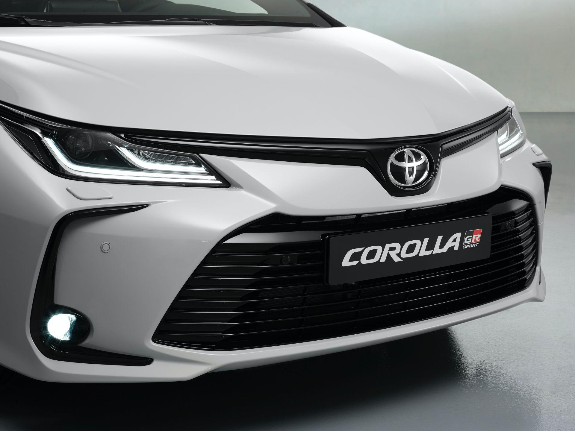 2021 Toyota Corolla Sedan GR Sport European spec 19