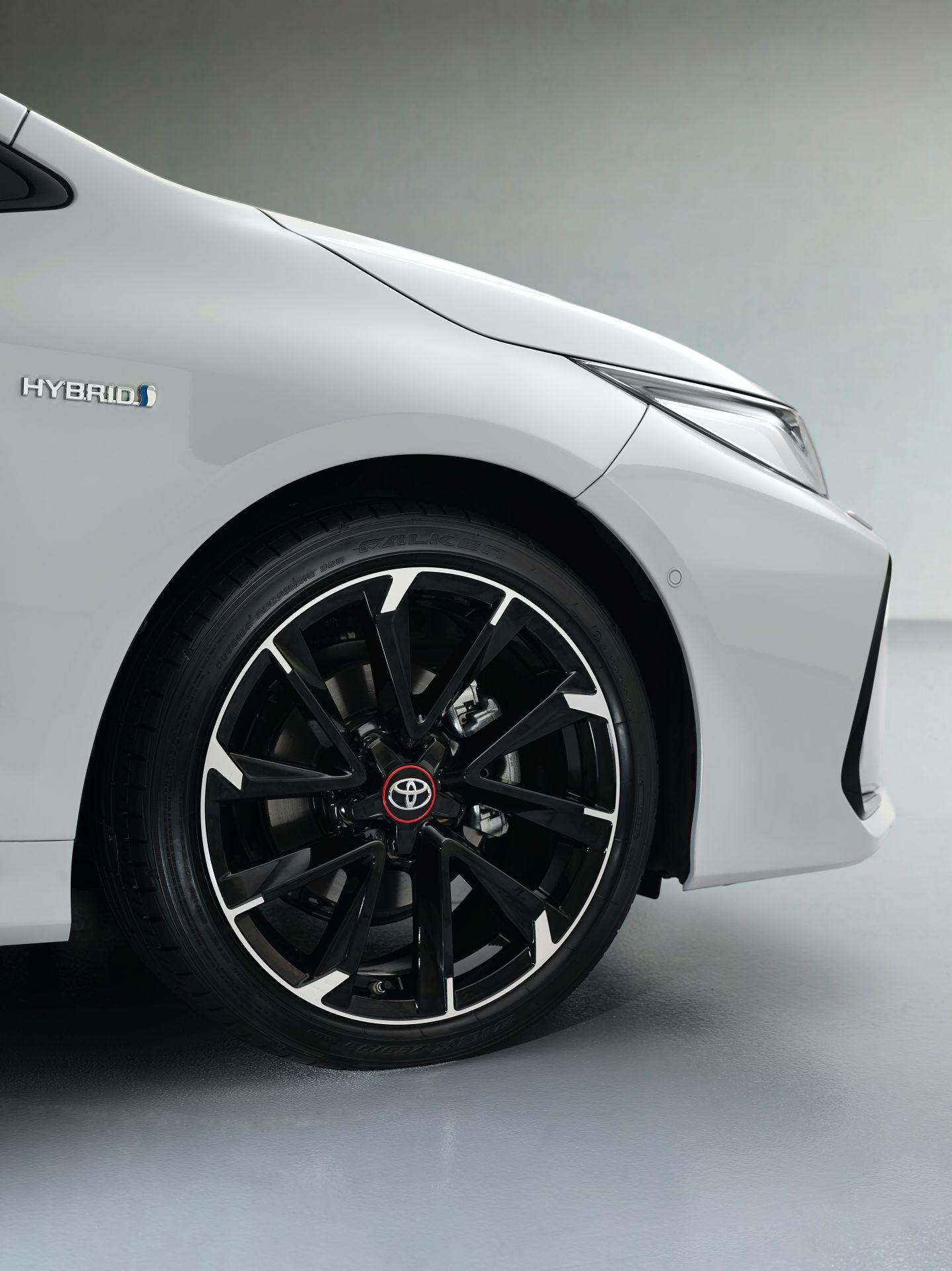 2021 Toyota Corolla Sedan GR Sport European spec 21