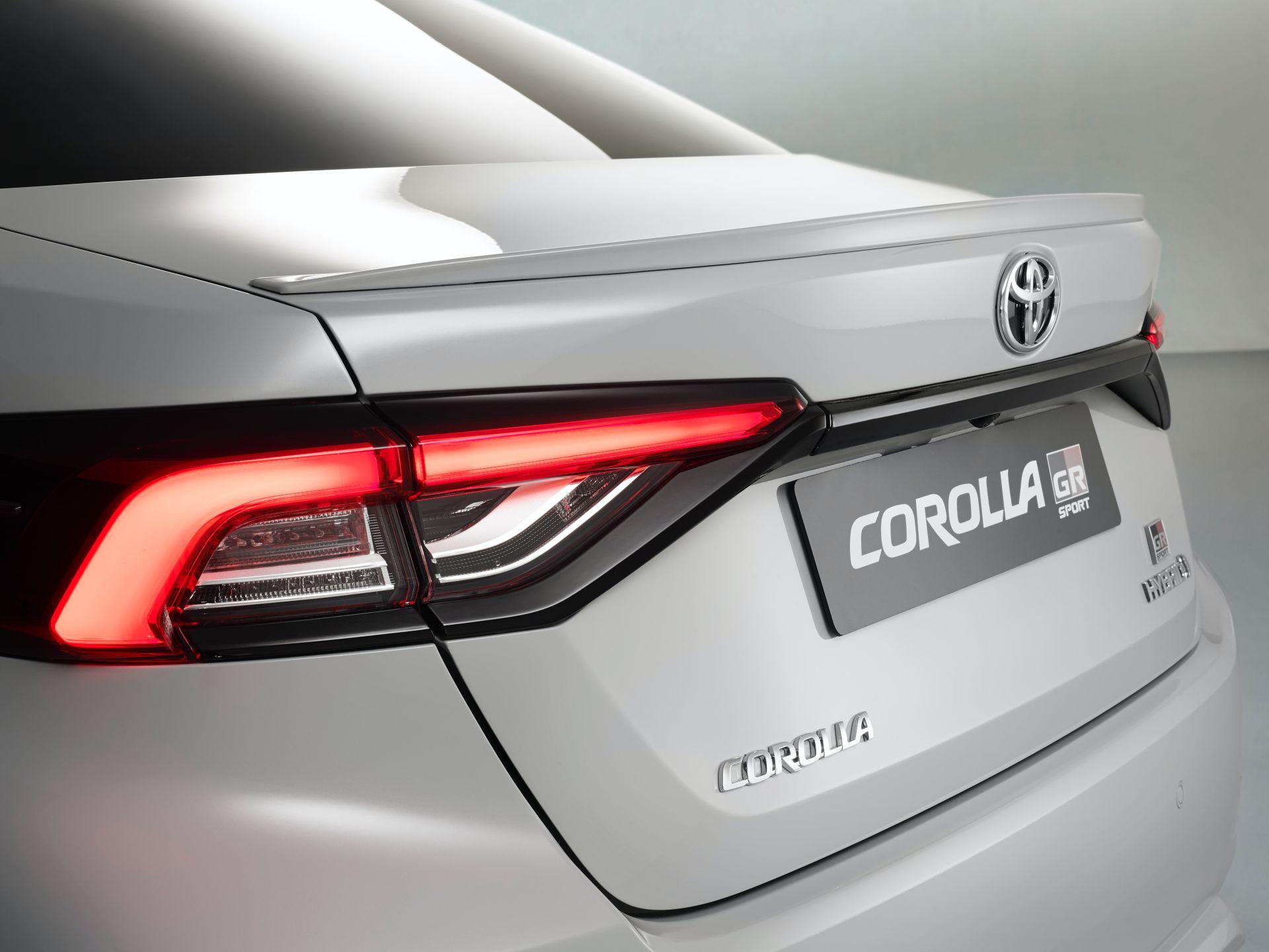 2021 Toyota Corolla Sedan GR Sport European spec 24