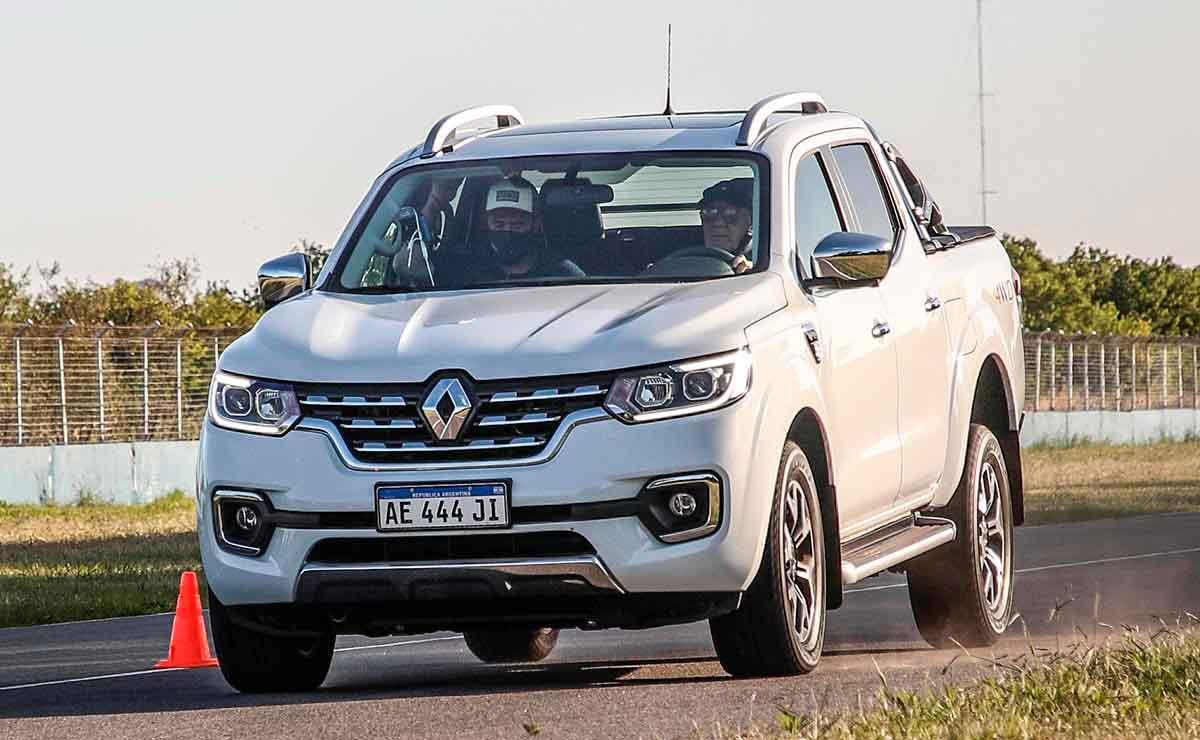 cual es la pick up que mejor frena Renault-Alaskan-trompa