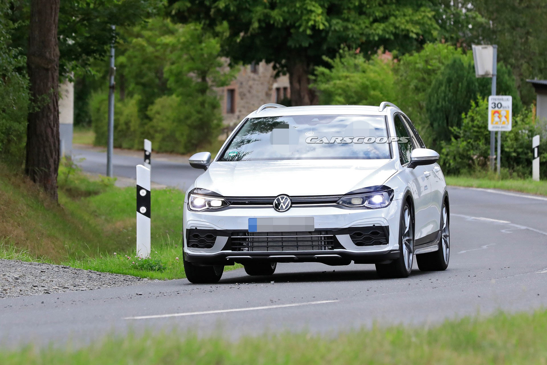 2021 VW Golf R Estate 17