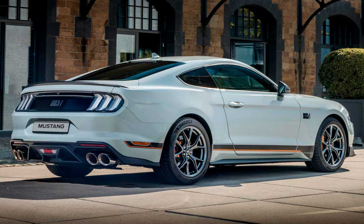 FORD-MUSTANG-MACH