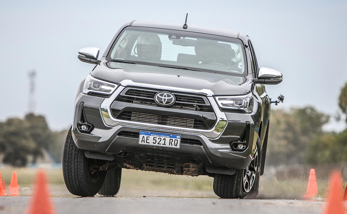 TOYOTA HILUX ALCE 1