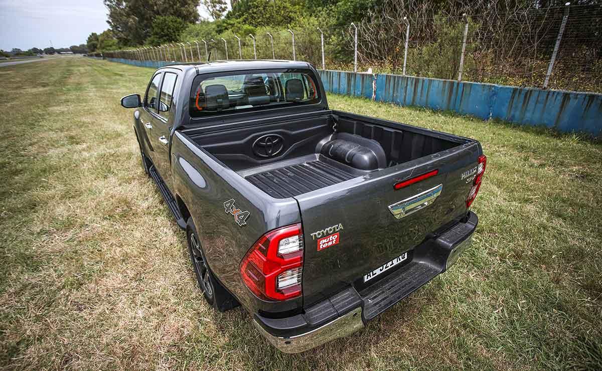 Toyota Hilux 2021 25