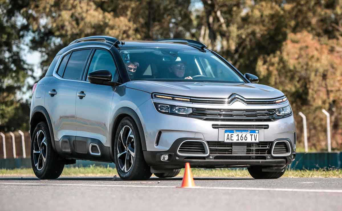 Citroen-C5-Aircross-trompa-y-lateral