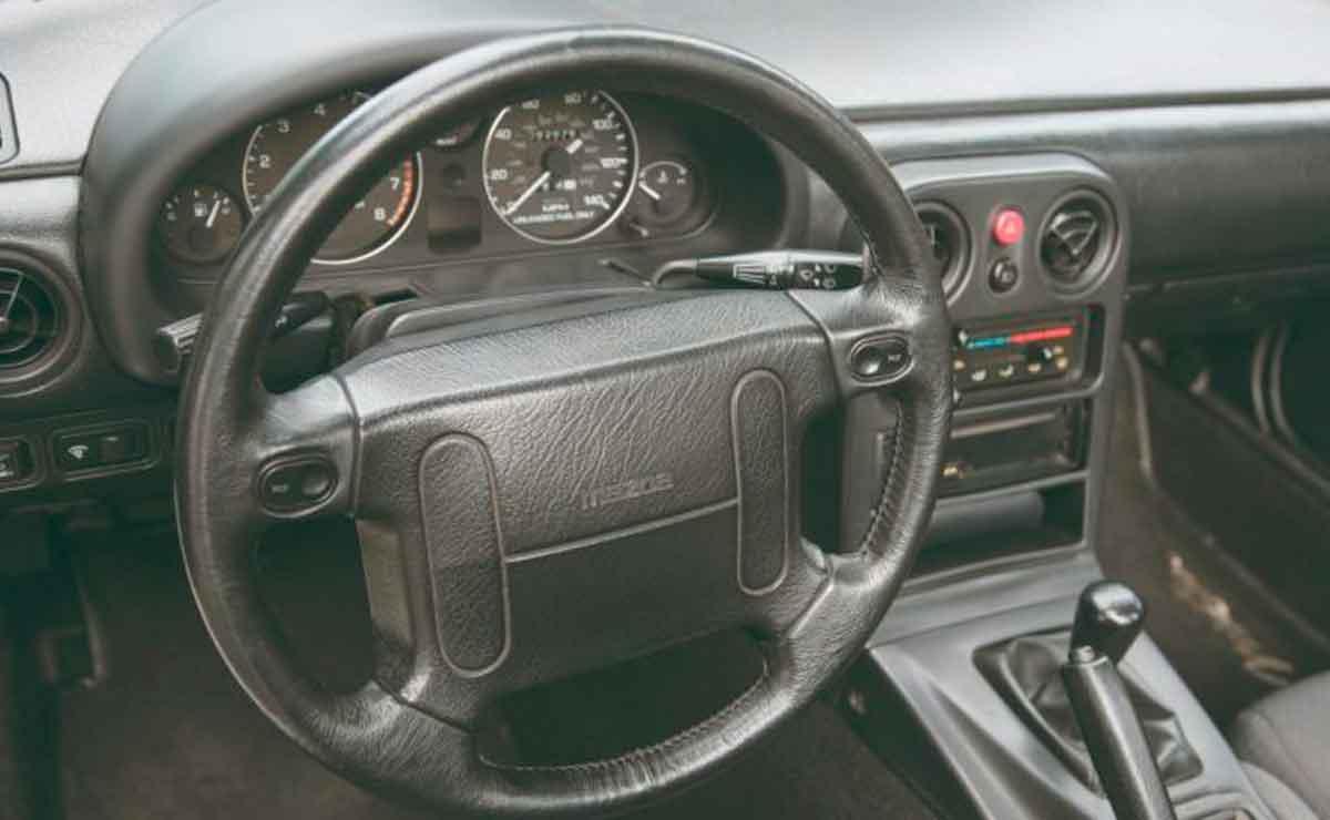 Mazda-Miata-interior