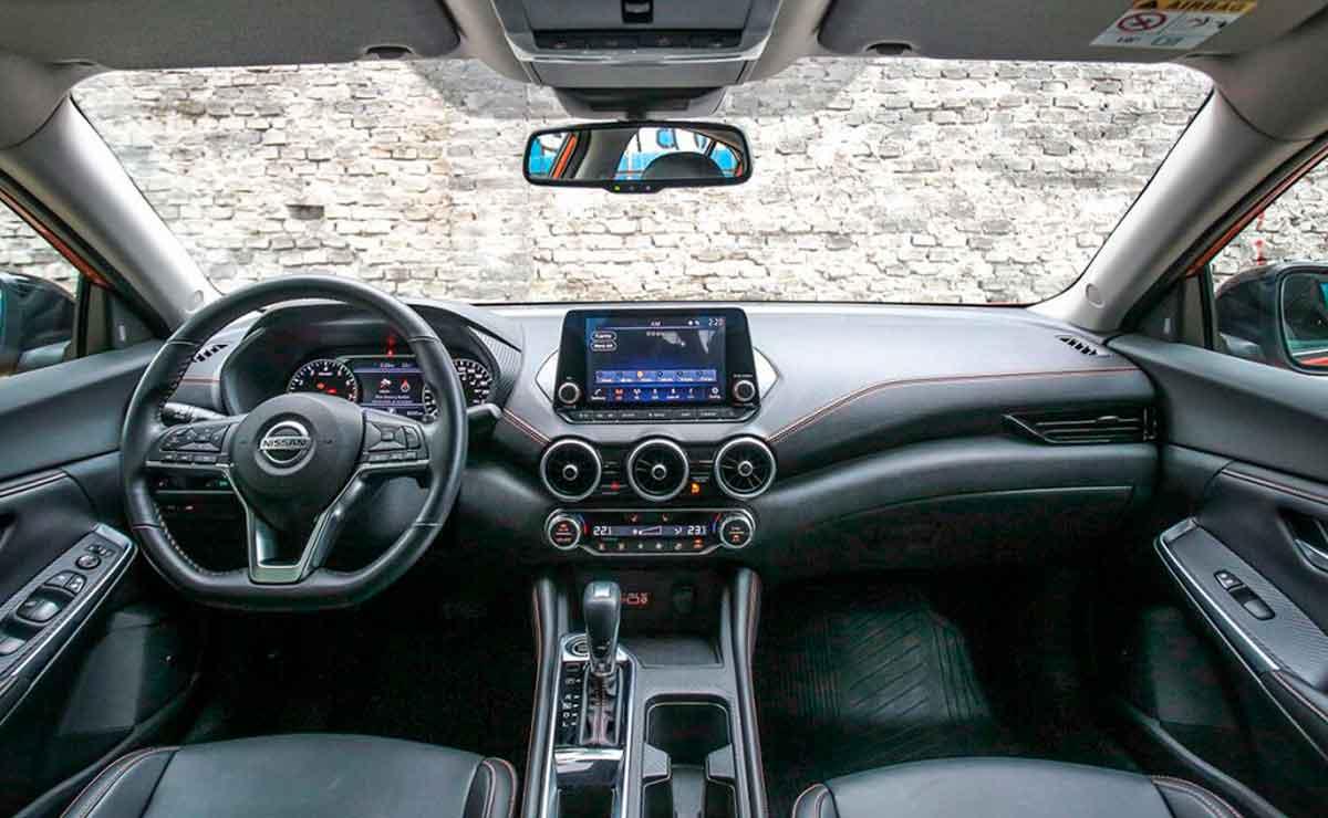 Nissan-Sentra-interior