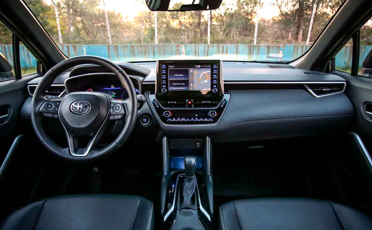 Toyota-Corolla-Cross-interior