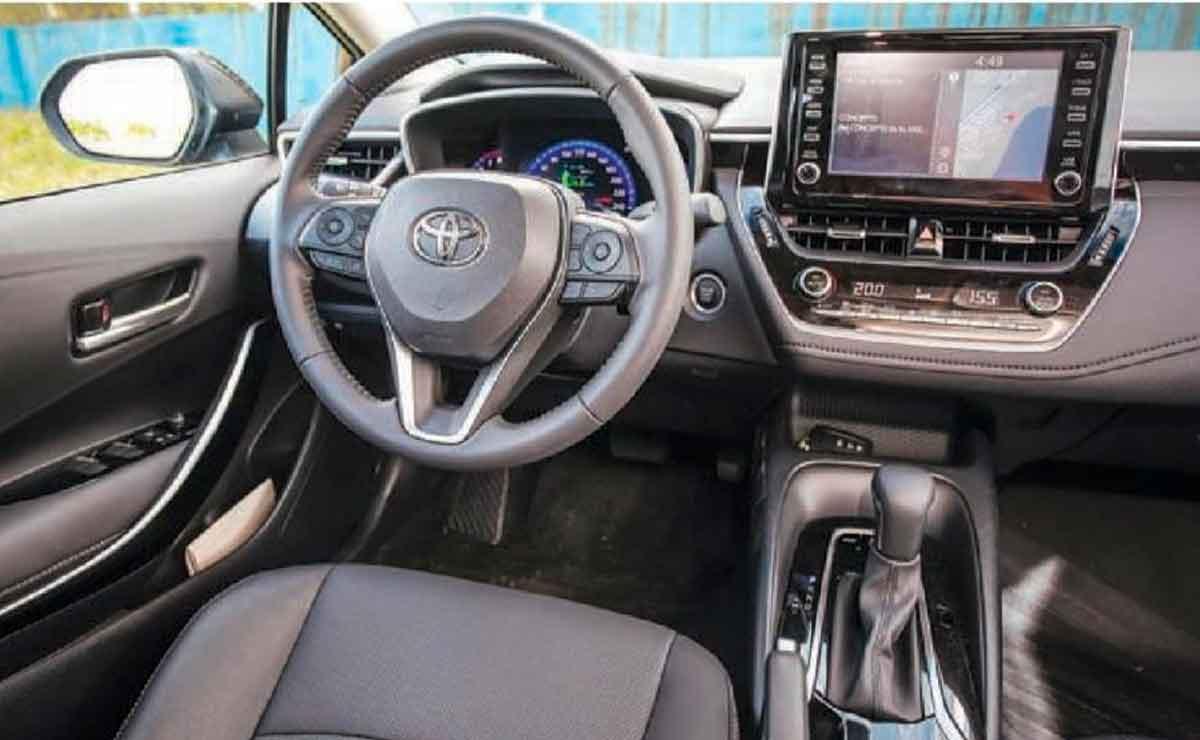 Toyota-Corolla-interior
