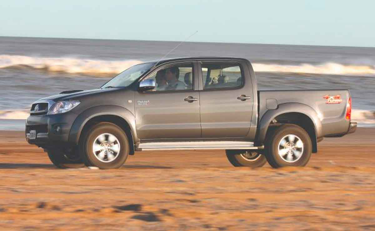 Toyota-Hilux-lateral