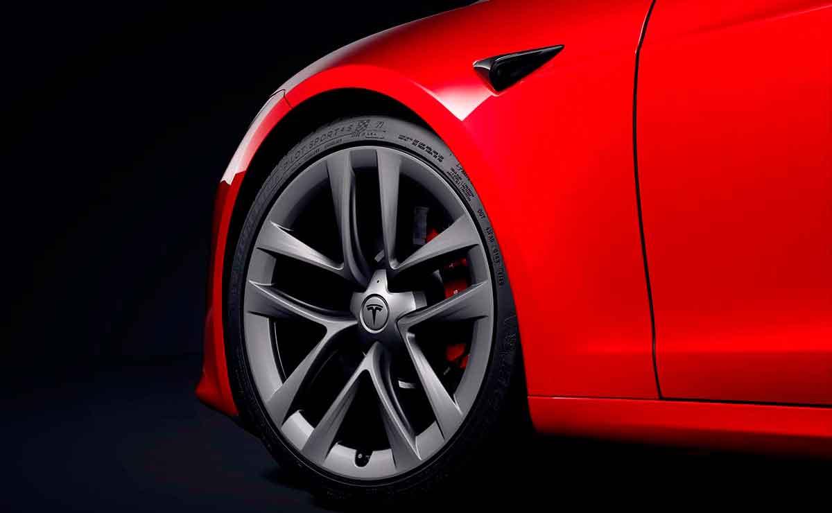 tesla model s plaid rueda