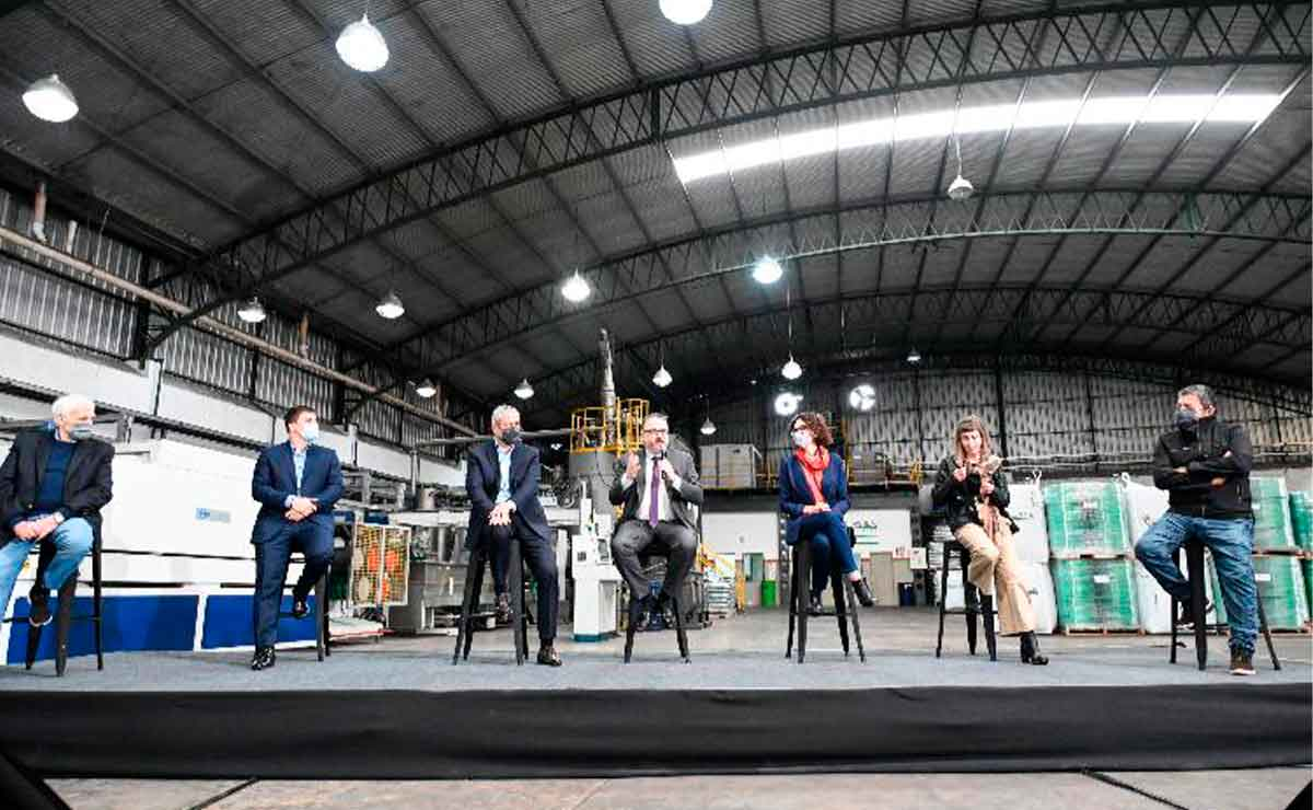 Gobierno-quiere-fabricar-autos-electricos-con-litio-nacional