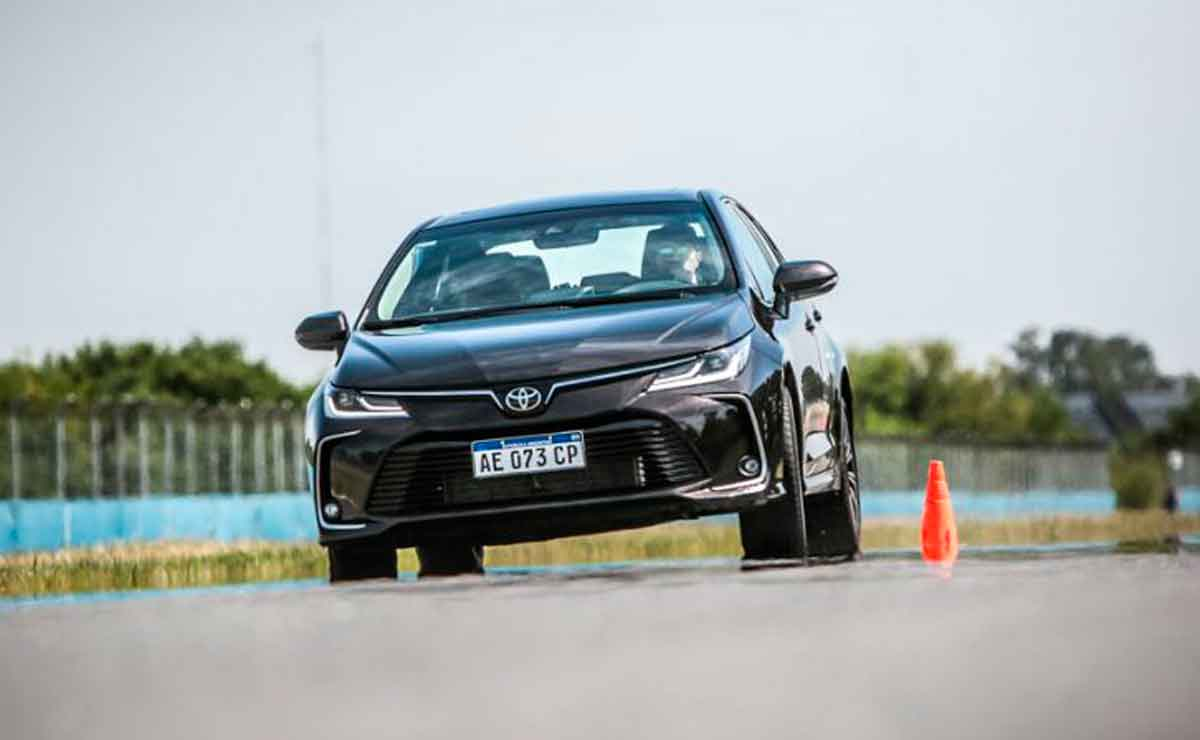 Toyota-Corolla-de-frente