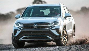 Volkswagen-Taos-doblando-en-tierra