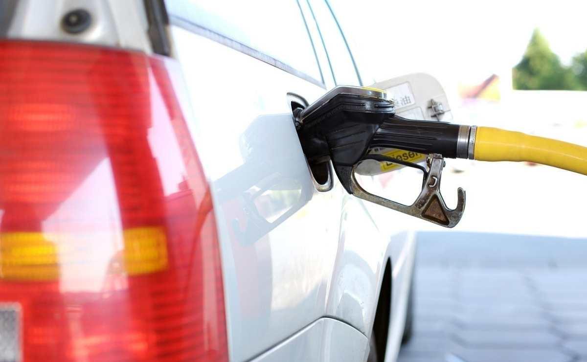 motivos de por qué hay olor a nafta en el auto