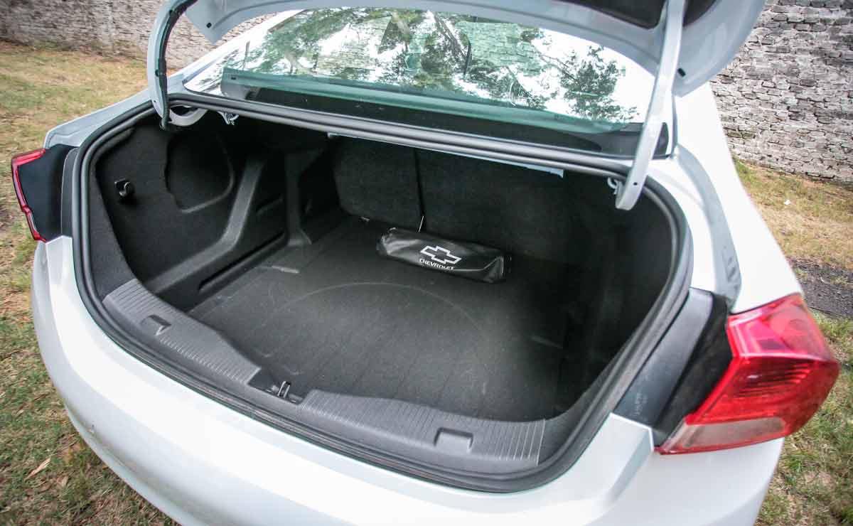 Chevrolet-Cruze-baul