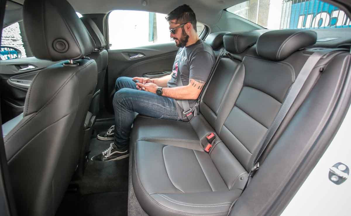 Chevrolet-Cruze-plazas-traseras