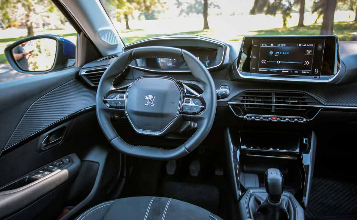 Peugeot-208-interior