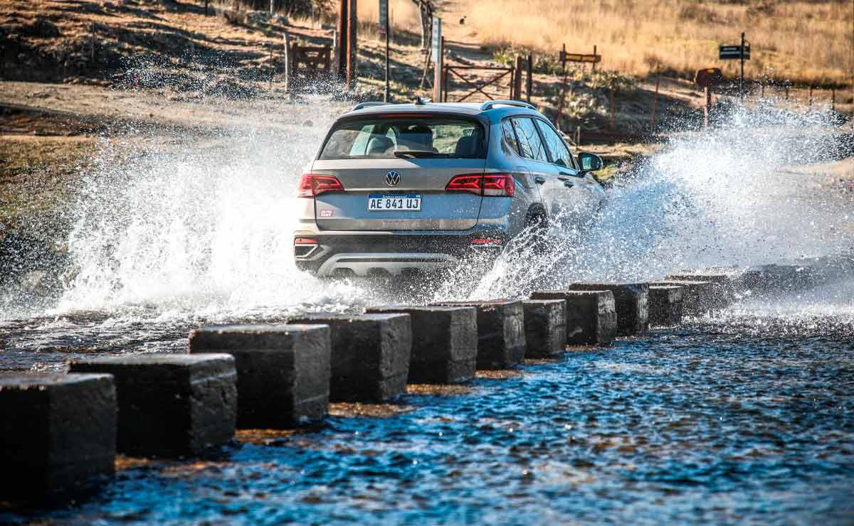 Volkswagen-Taos-en-el-agua