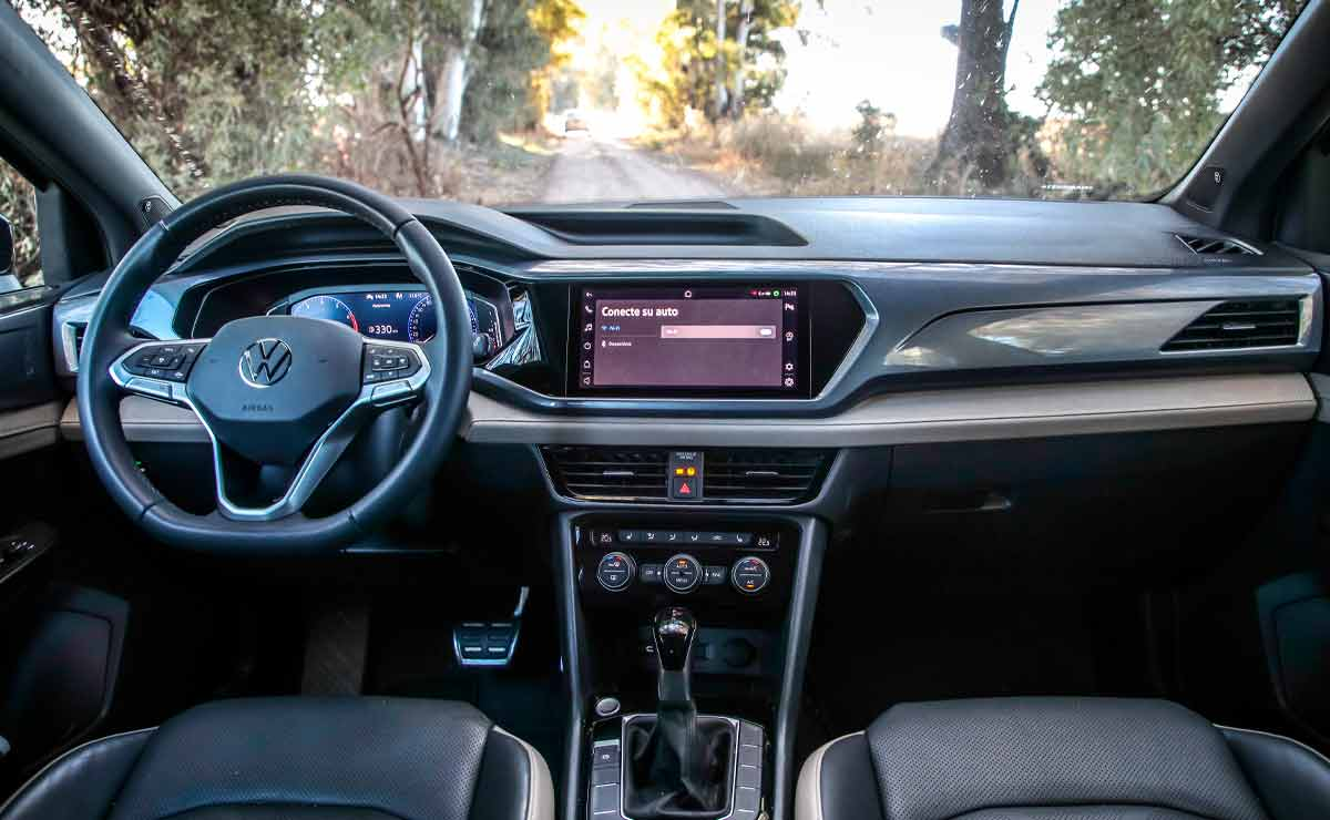 Volkswagen-Taos-interior-2