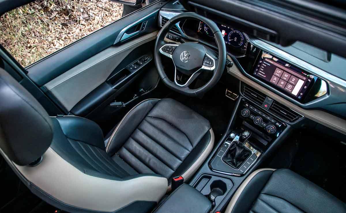 Volkswagen-Taos-interior-desde-arriba