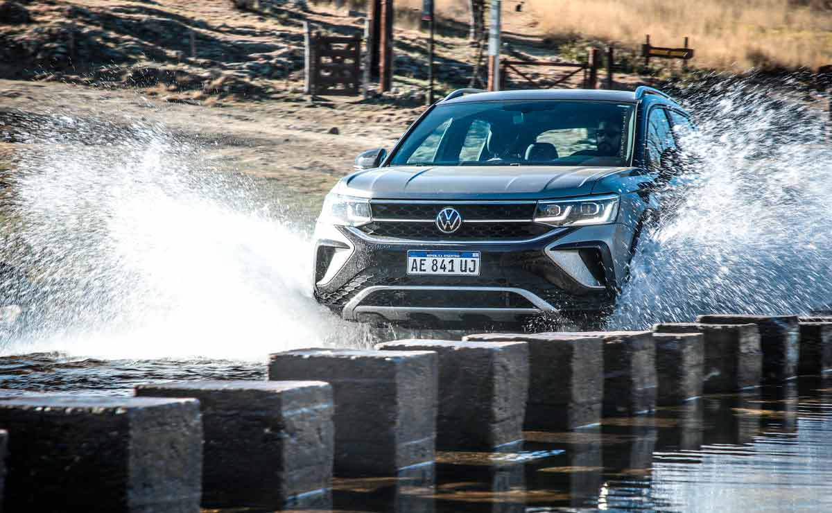 Volkswagen-Taos-trompa-en-el-agua