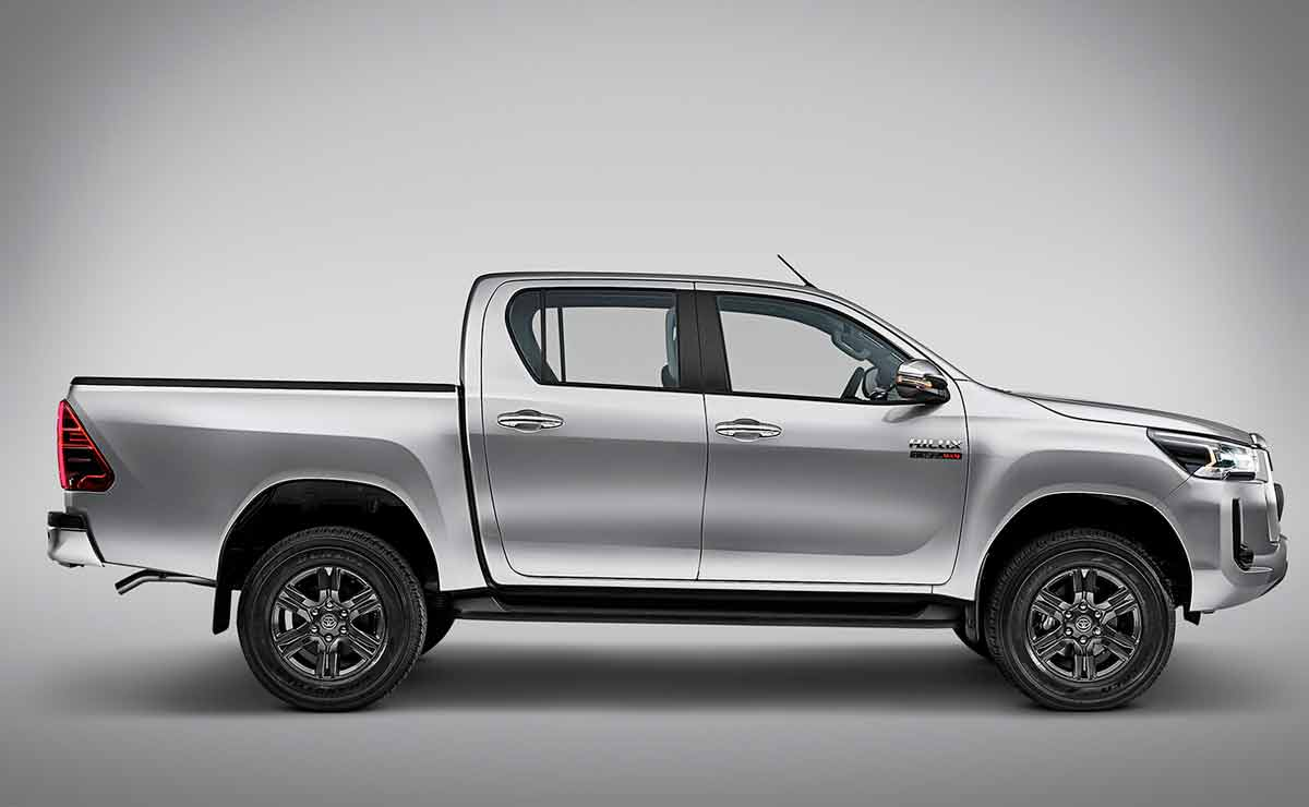 toyota hilux lateral