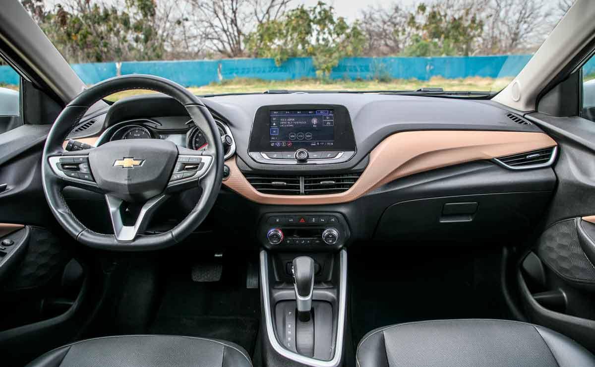 Chevrolet-Onix-Plus-interior