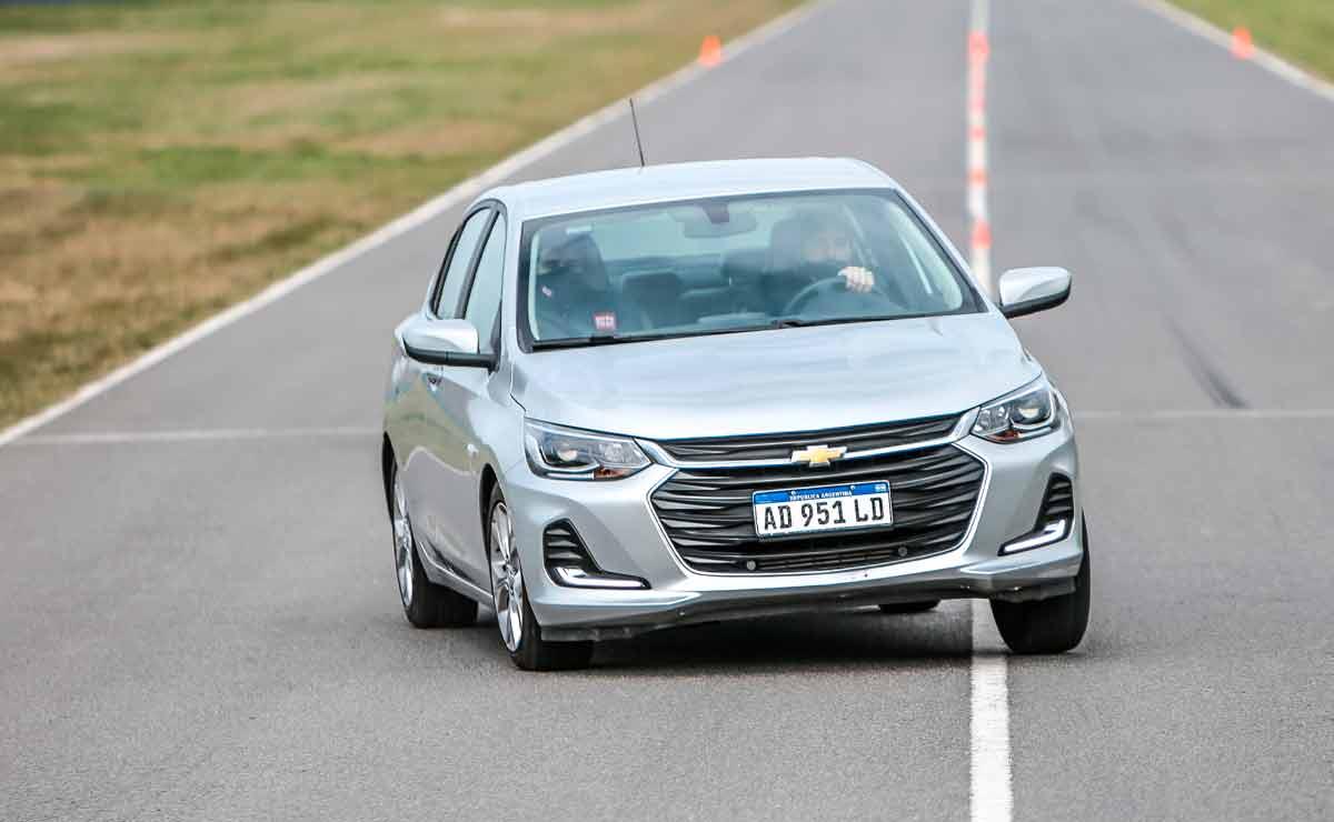 Chevrolet-Onix-Plus-trompa-3