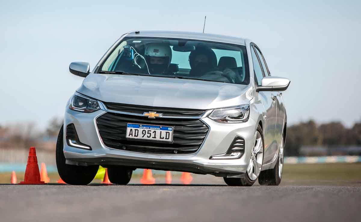 Chevrolet-Onix-Plus-trompa-4