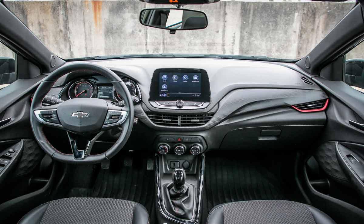 Chevrolet-Onix-RS-interior