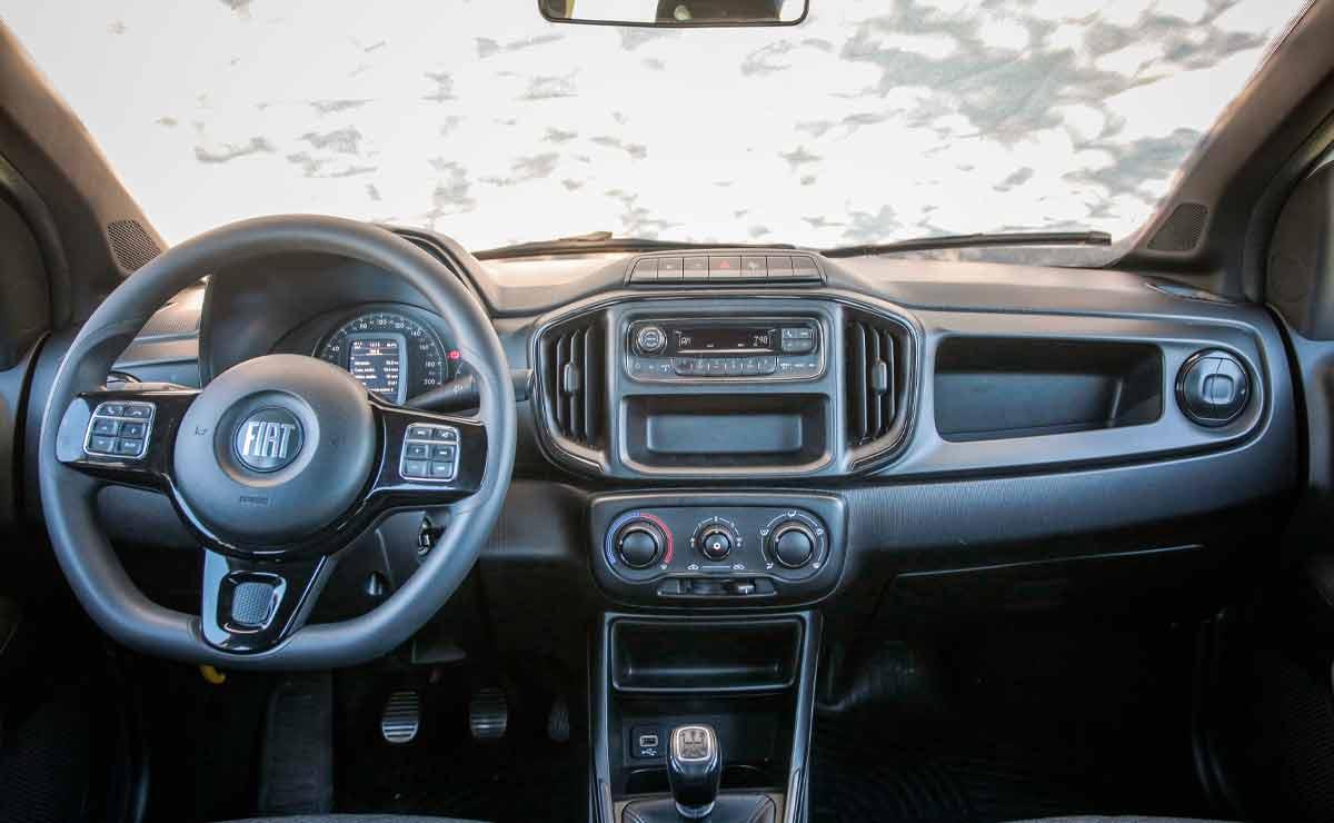 Fiat-Strada-freedom-interior