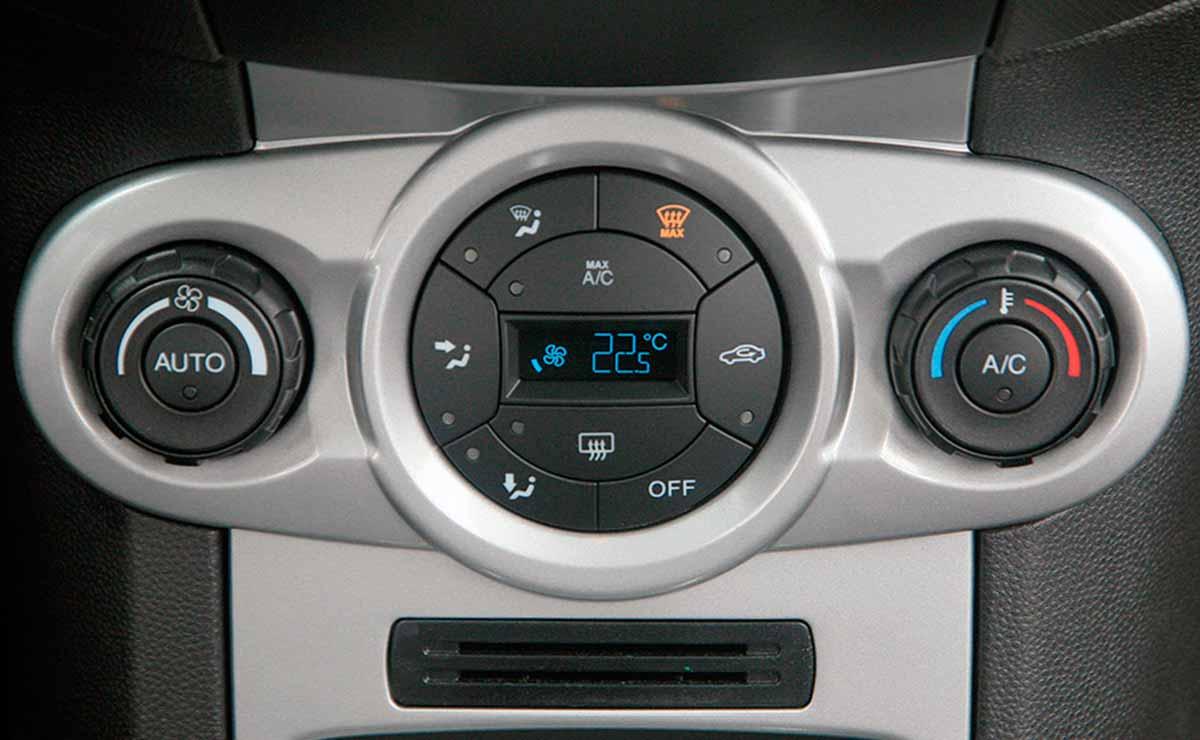 Ford Fiesta SE Plus 1