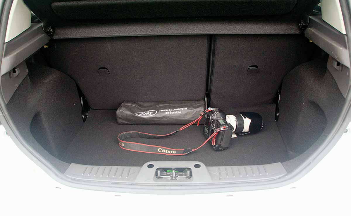 Ford Fiesta SE Plus baul