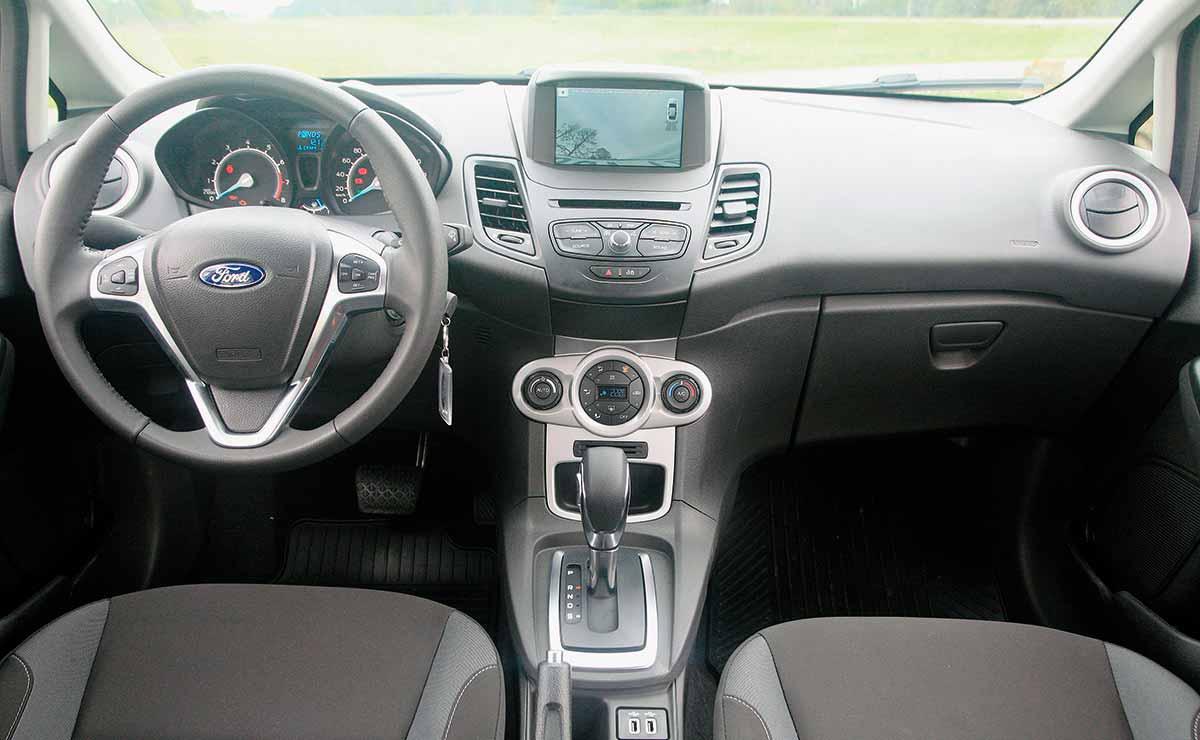 Ford Fiesta SE Plus interior