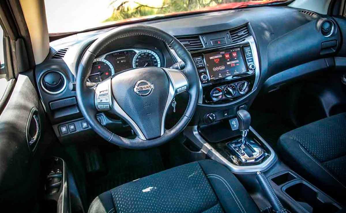 Nissan-Frontier-XGear-interior