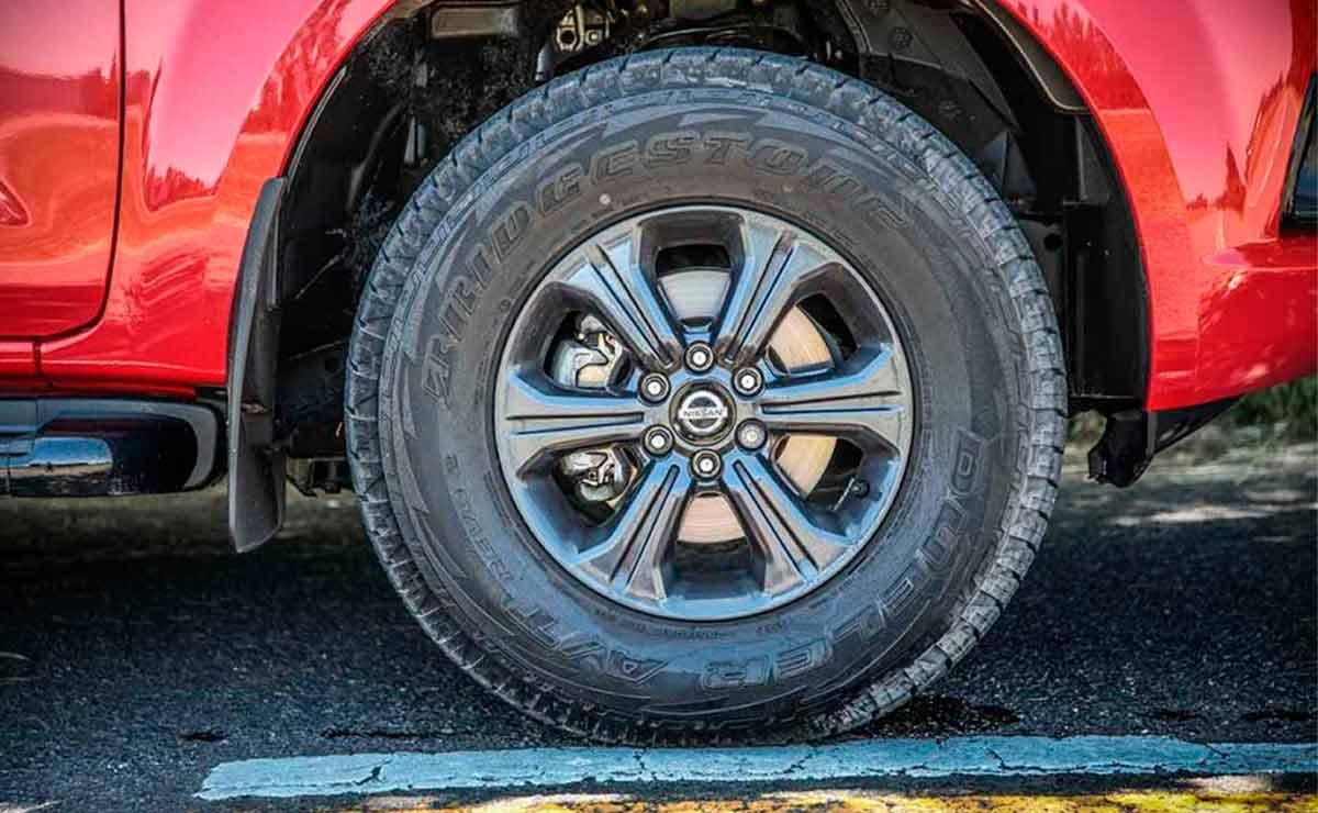 Nissan-Frontier-XGear-llanta