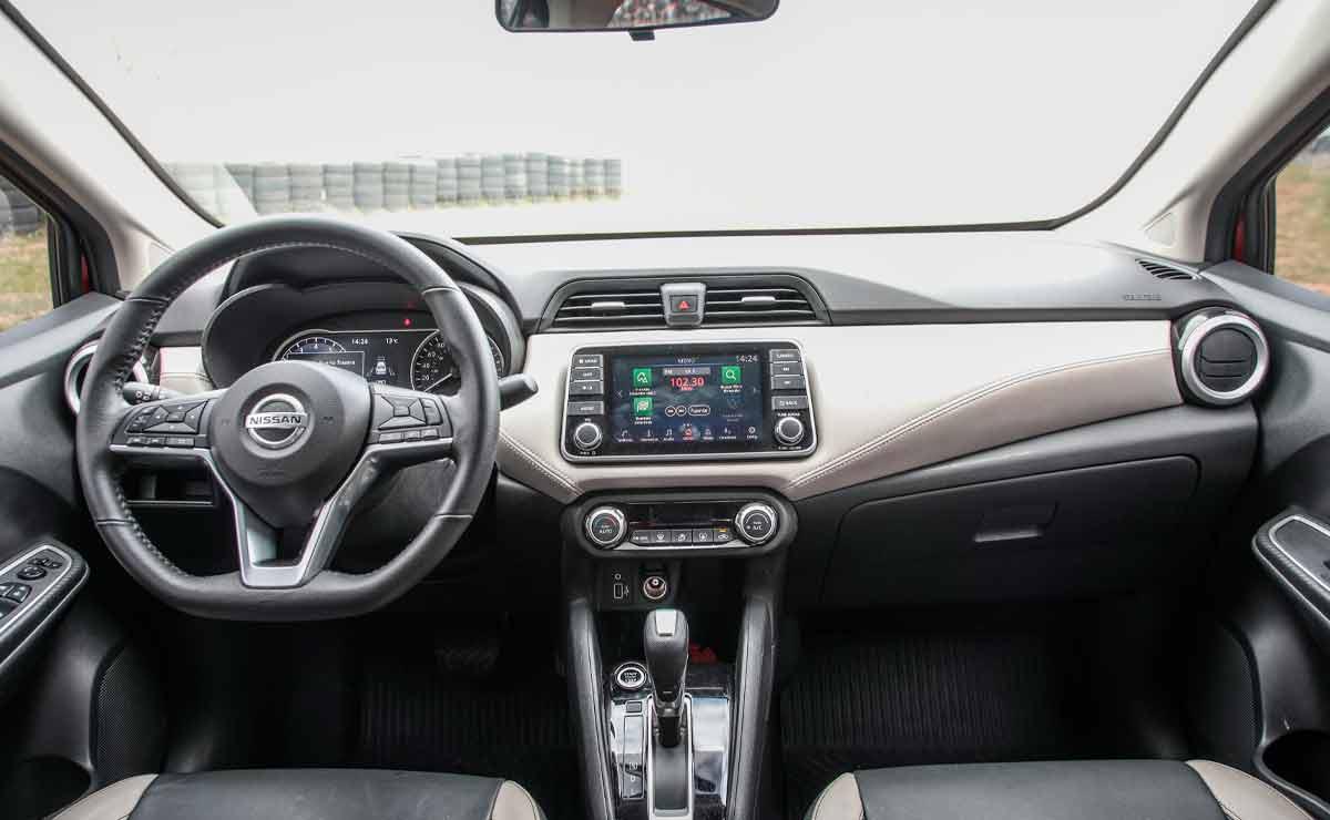 Nissan-Versa-interior