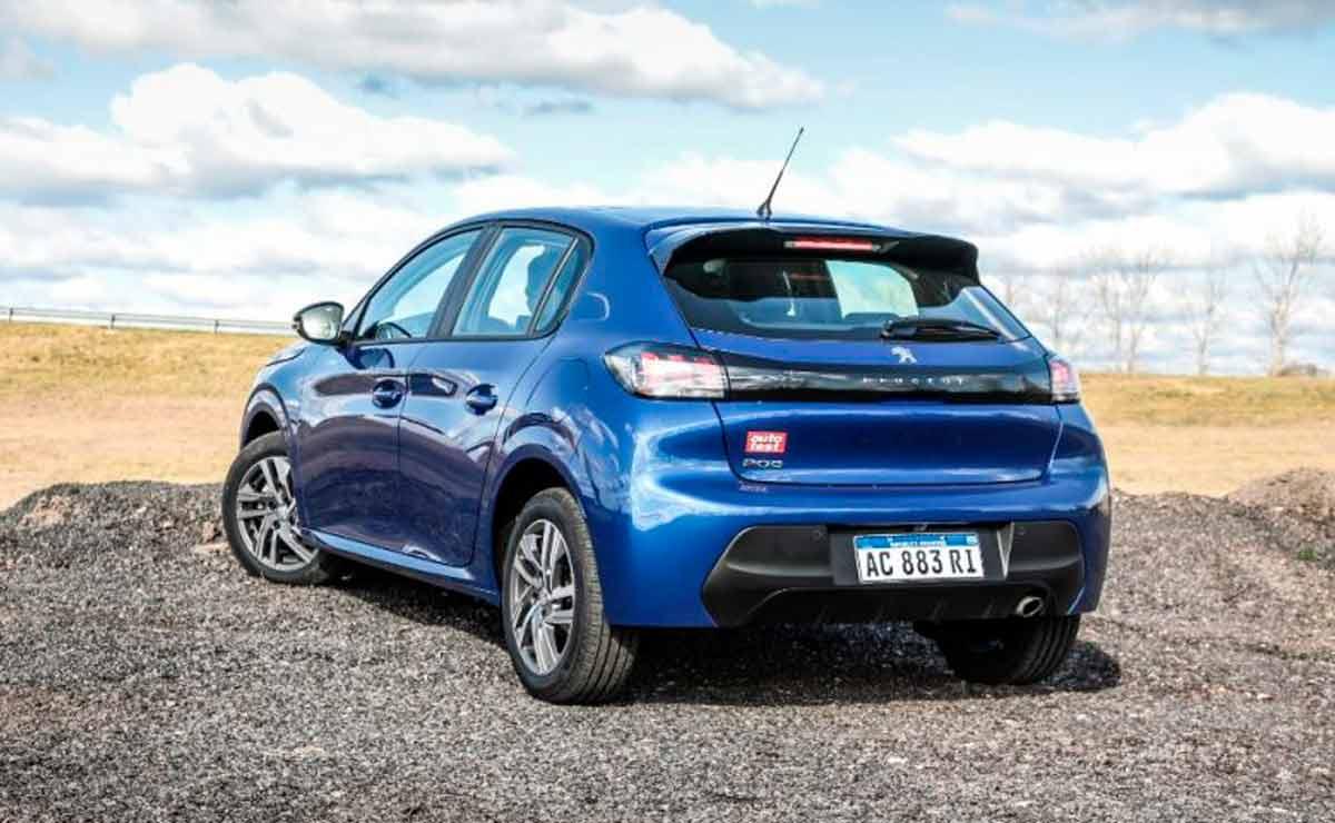 Peugeot-208-Feline-cola