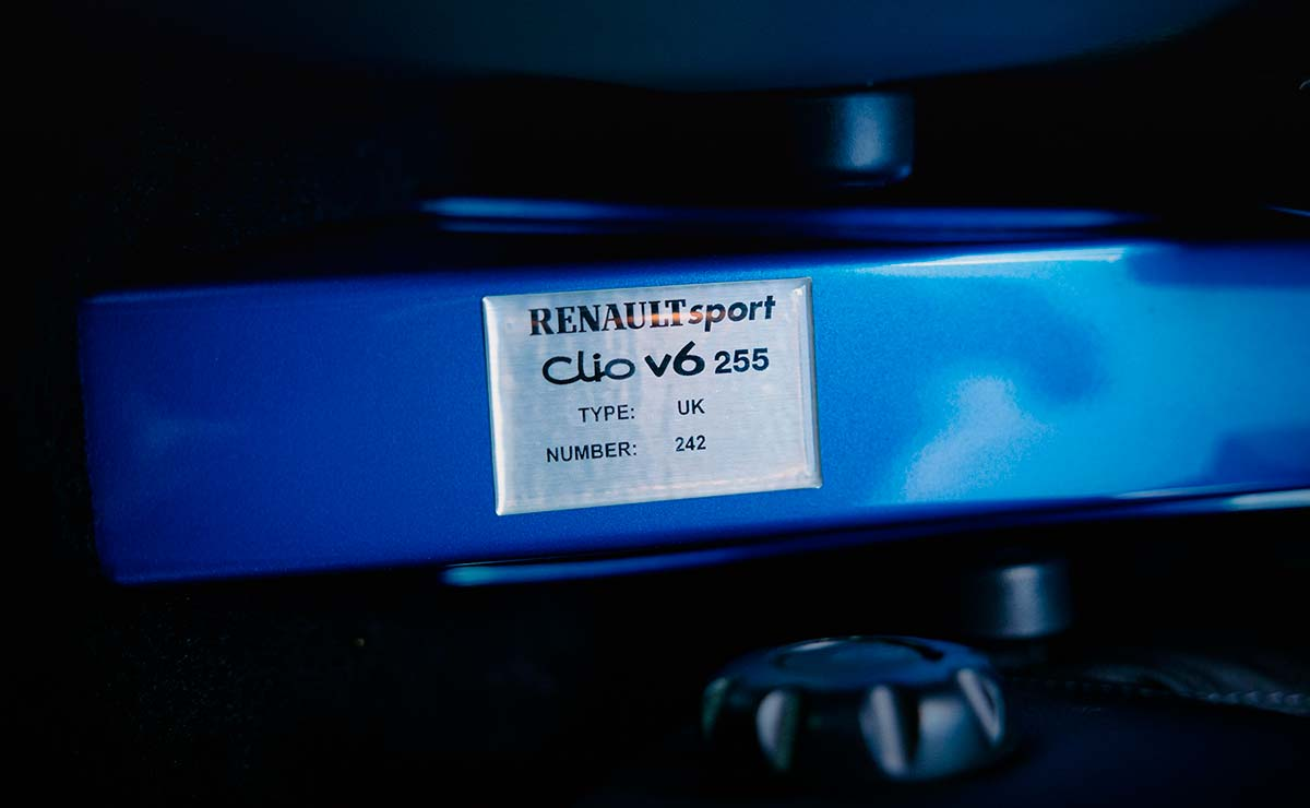 RENAULT CLIO V6 CHAPA